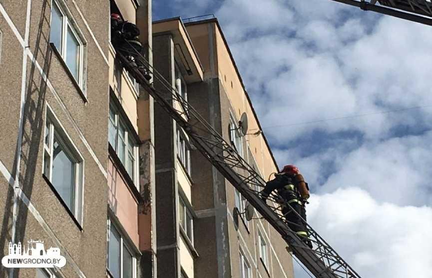 Пожар в Гродно: пришлось эвакуировать жителей нескольких этажей в многоэтажке