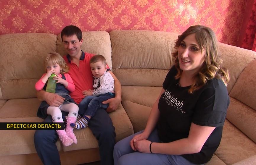 История многодетной семьи из Брестской области, которым в облисполкоме помогли построить дом. Рубрика «По справедливости»