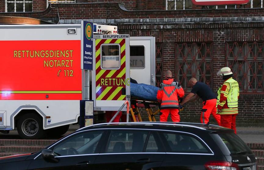 Автобус с туристами перевернулся в Германии: пострадали более 30 человек