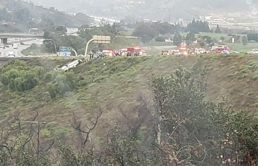 Три человека погибли, 18 пострадали при крушении автобуса в Калифорнии