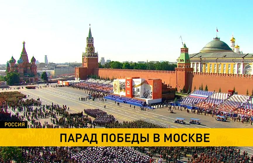 Александр Лукашенко вместе с сыновьями стали почётными гостями на параде Победы в Москве