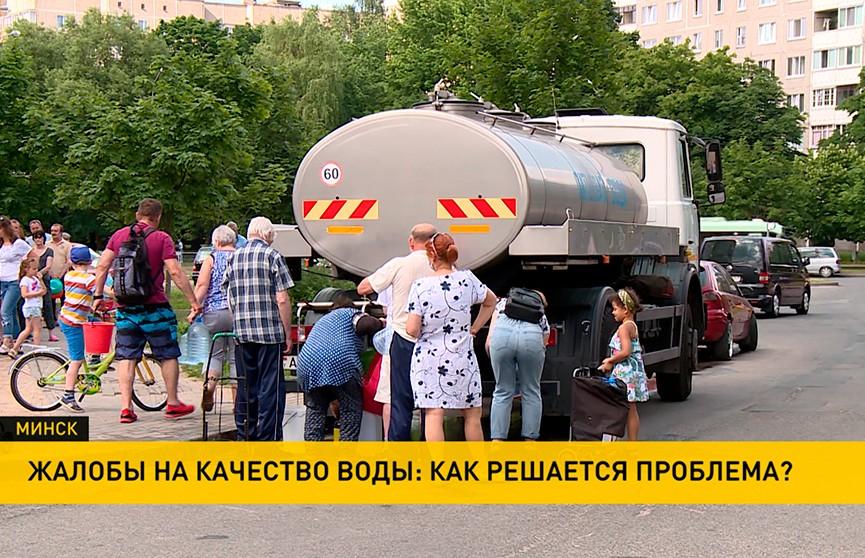 Жители двух районов Минска остались без питьевой воды: где ее можно набрать и как сейчас решается проблема?