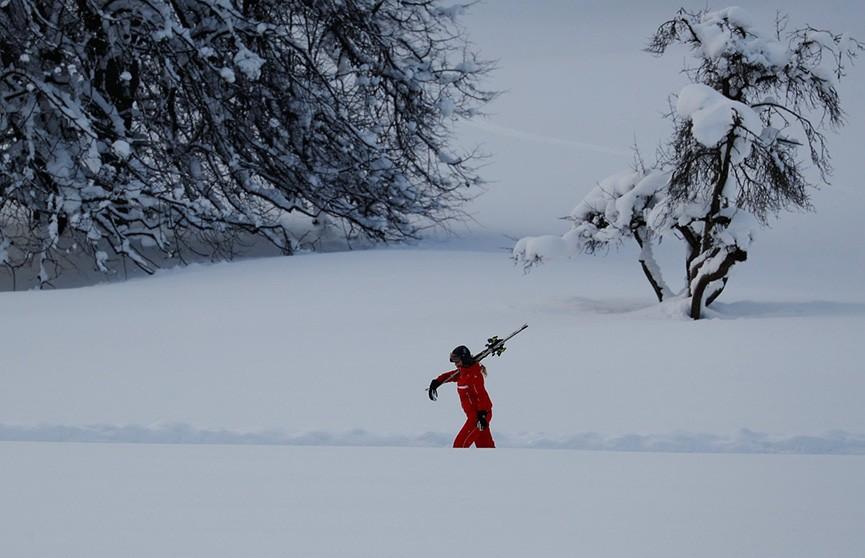 Чрезвычайный режим: горнолыжные курорты в Альпах завалило снегом