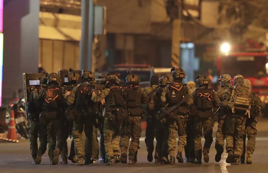Стрельба в Таиланде. Вооруженный солдат скрылся от спецназа