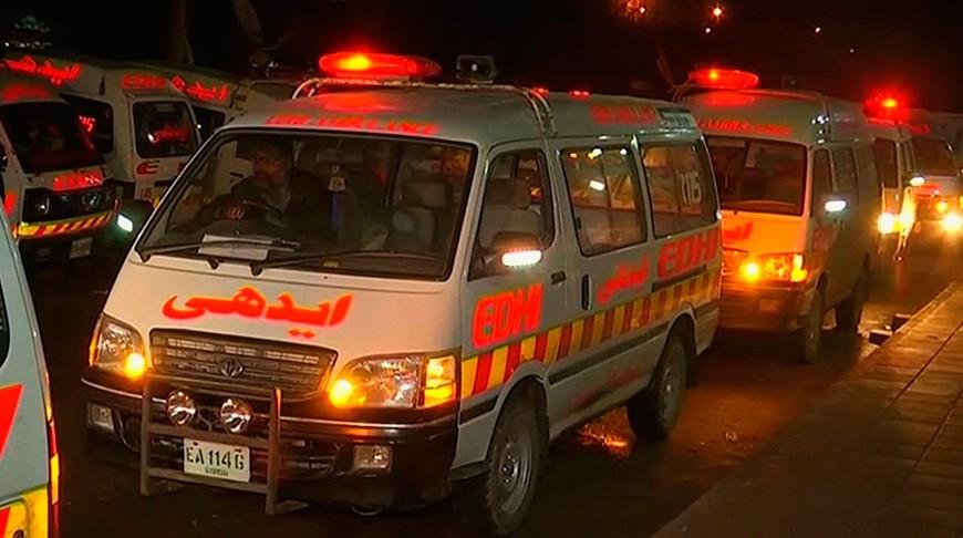 В Пакистане опрокинулся автобус. Как минимум 18 человек погибли, 30 пострадали