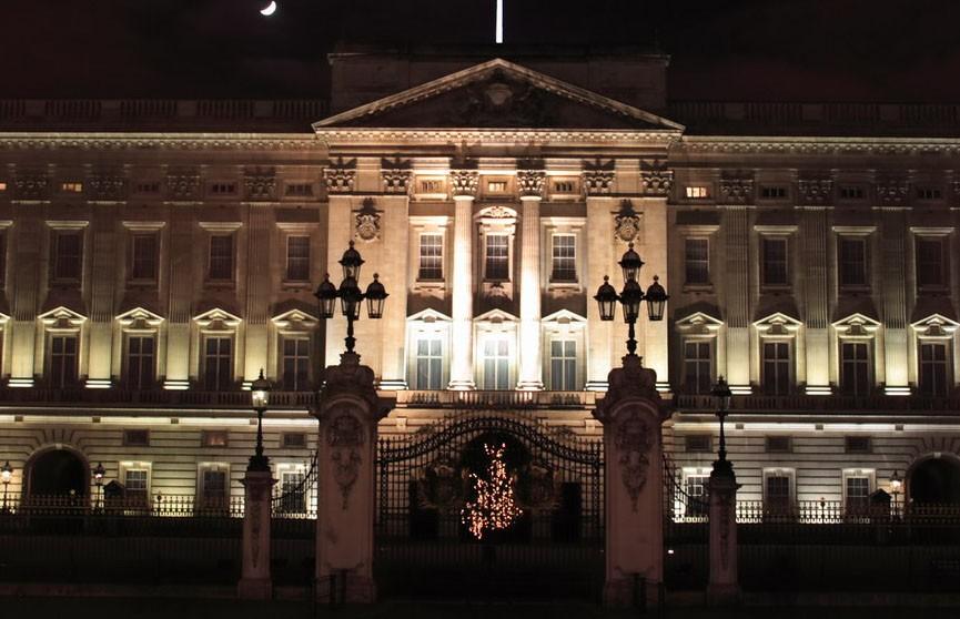 Неизвестный задержан в нескольких метрах от спальни королевы у Букингемского дворца ночью