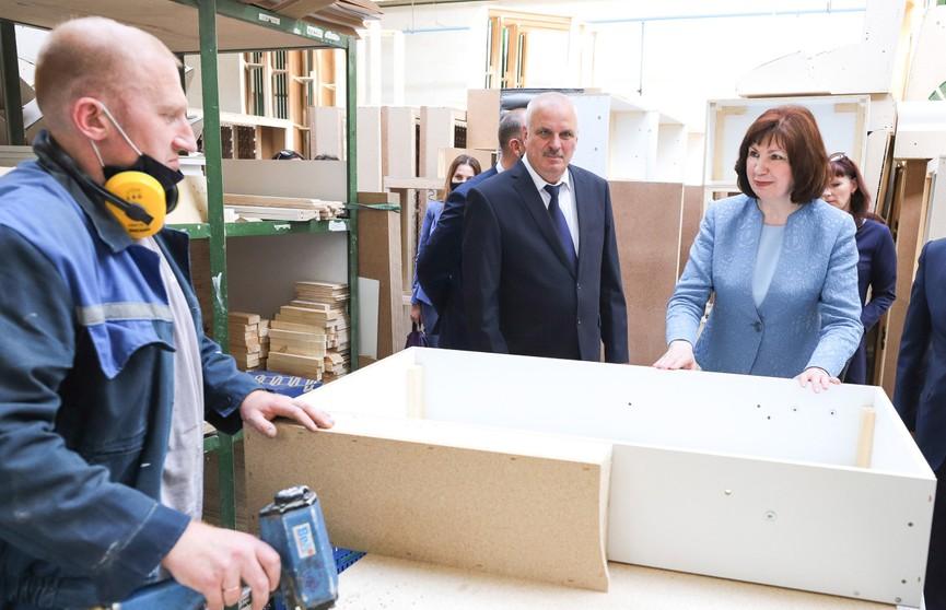 Наталья Кочанова посетила мебельную фабрику холдинга «Пинскдрев»