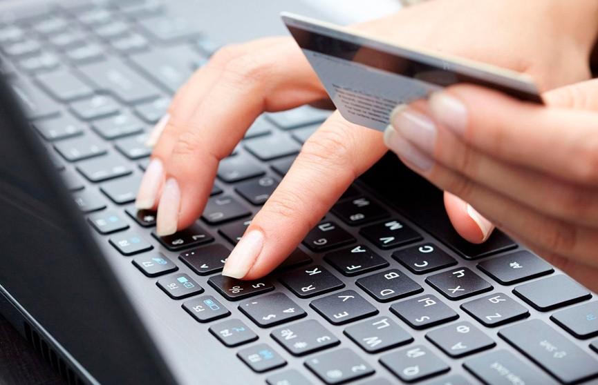 Интернет-аферист отправил влюбленной 51-летней белоруске «ящик денег»