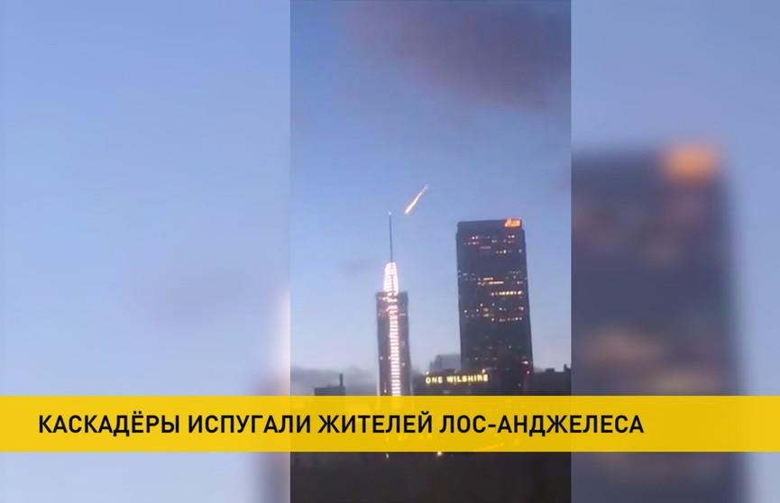 Метеорит или просто трюк? Ярко-оранжевый огненный шар в небе над Лос-Анджелесом вызвал панику среди населения