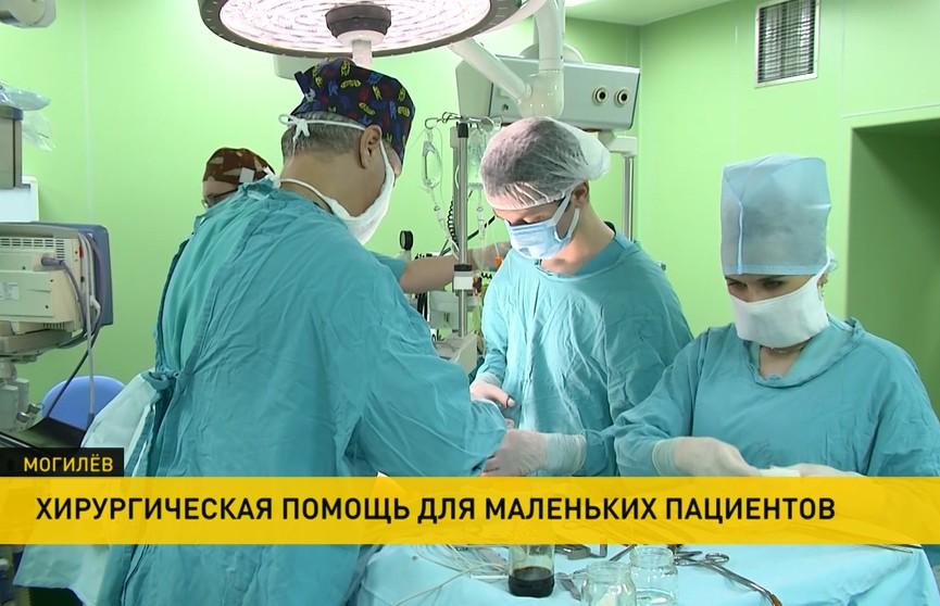В Могилеве будут оперировать детей с дефектами лица по новой методике. В областной больнице обновили технику