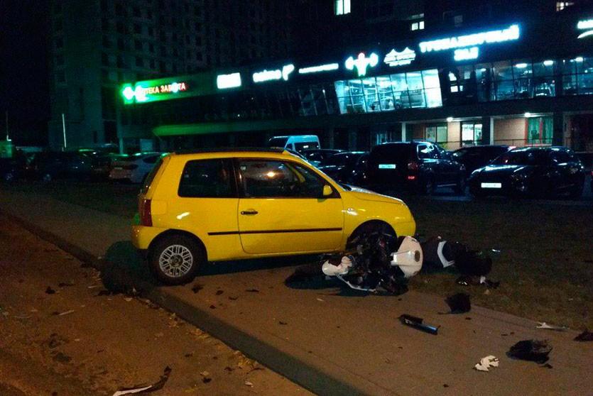 В Минске мотоциклист врезался в легковой Volkswagen