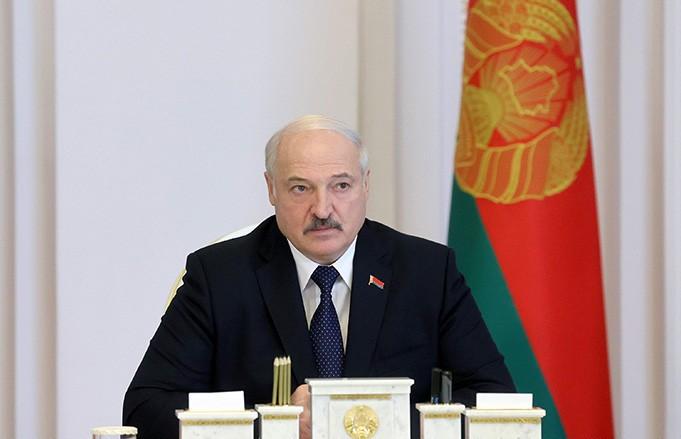 «Ни в коем случае не раскачиваться! Надо убрать проблемные поля» – Лукашенко поставил задачи аграриям в период уборочной