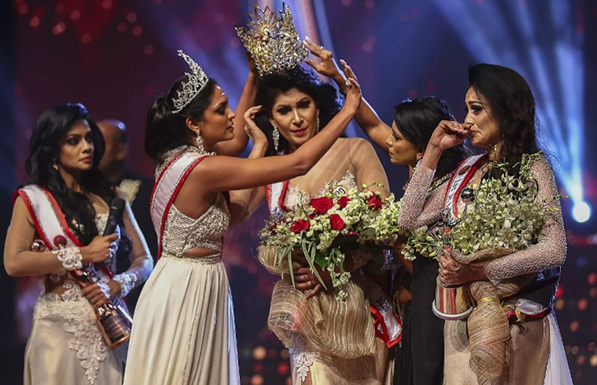 Конкурс красоты в Шри-Ланке закончился дракой за корону на сцене