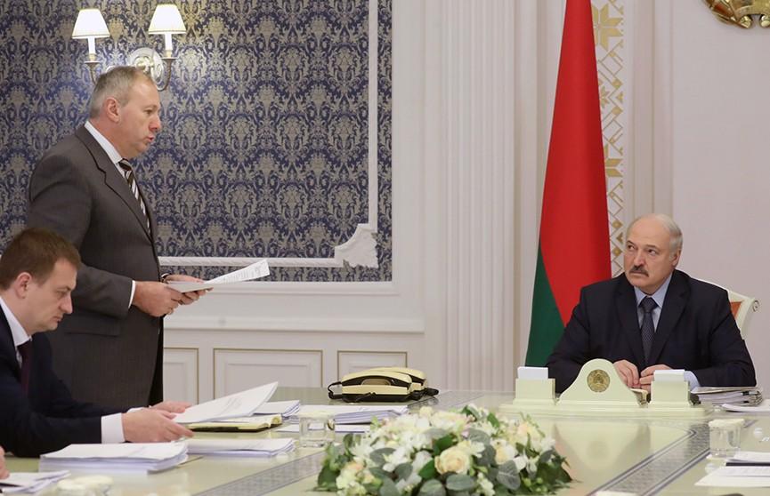 Александр Лукашенко: Деньги нужно считать, прощать миллиарды рублей бесхозяйственности государство не намерено