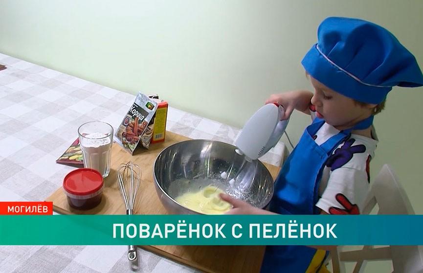 Юный шеф-повар в 3 года готовит лучше мамы!