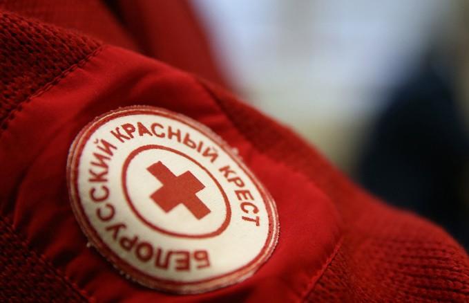 Пункт обогрева возле дома ночного пребывания в Минске оборудует Красный Крест
