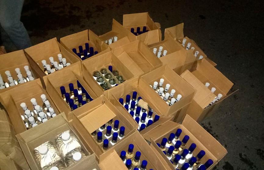 ГАИ остановила легковушку в Речицком районе: она перевозила 300 л. спиртного