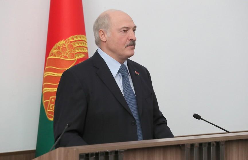 Александр Лукашенко о зарплате хоккеистов: «За что платить? Выиграли – всё рассчитываем, отдаём. Проиграли – пятьсот долларов!»