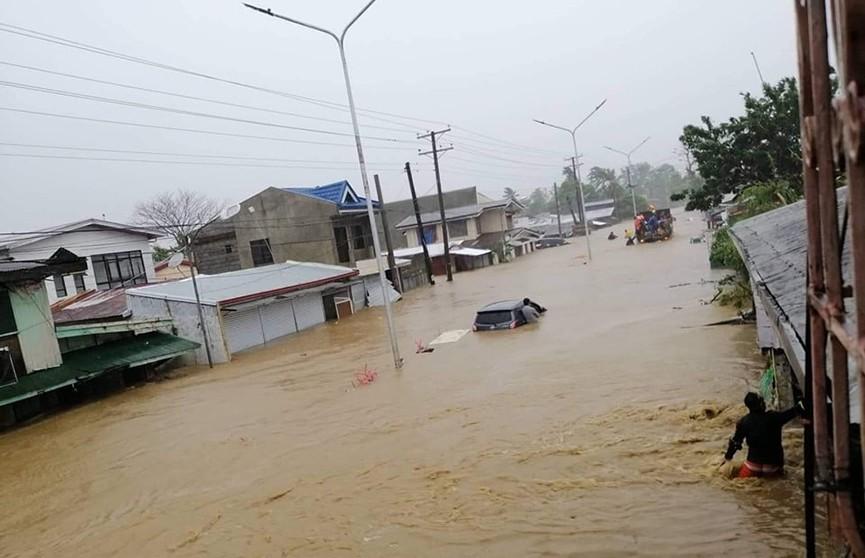 Тайфун «Урсула» обрушился на Филиппины: погибли 16 человек