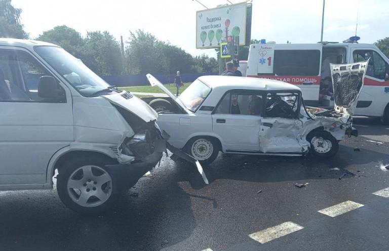 Два автомобиля столкнулись в Мозырском районе – 3-летняя девочка в реанимации