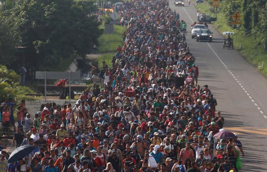 К границам США идут тысячи беженцев из Гватемалы, Сальвадора, Гондураса