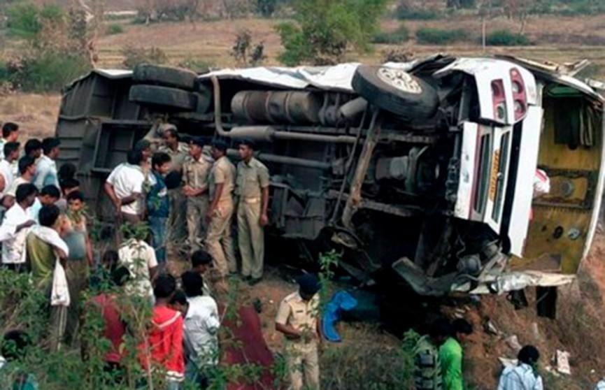 Автобус с пассажирами подорвался на мине в сирийской провинции Хама