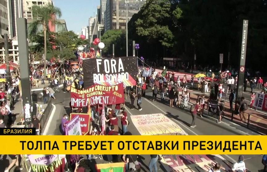 В Бразилии протестующие  требуют отставки президента