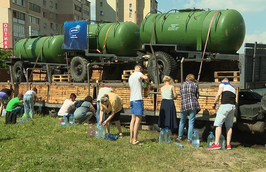 Специалисты разбираются, в чем причина тухлого запаха воды в некоторых районах Минска
