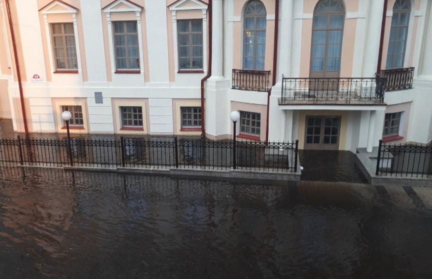 Улицы превратились в реки: ливень сильно затопил улицы Пинска