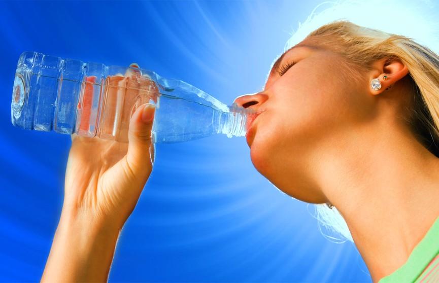 Бутилированная вода опасна для женщин и приводит к бесплодию