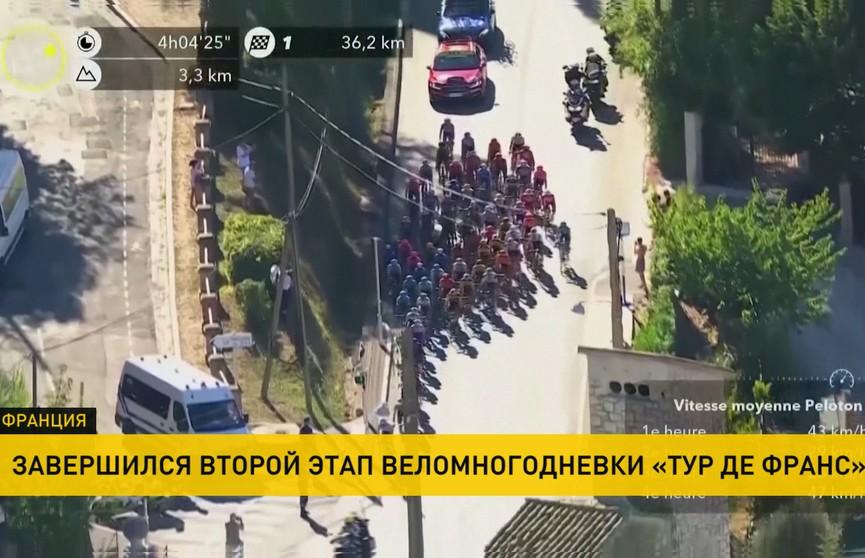 «Тур де Франс»: гонщики преодолели уже более 300 км