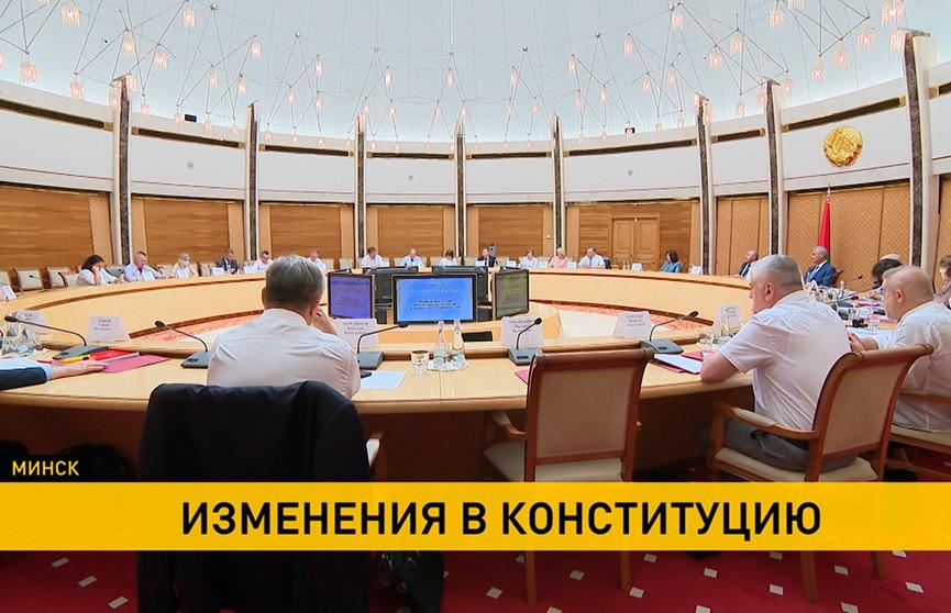 На заседании Конституционной комиссии рассмотрели преамбулу и основные положения Конституции