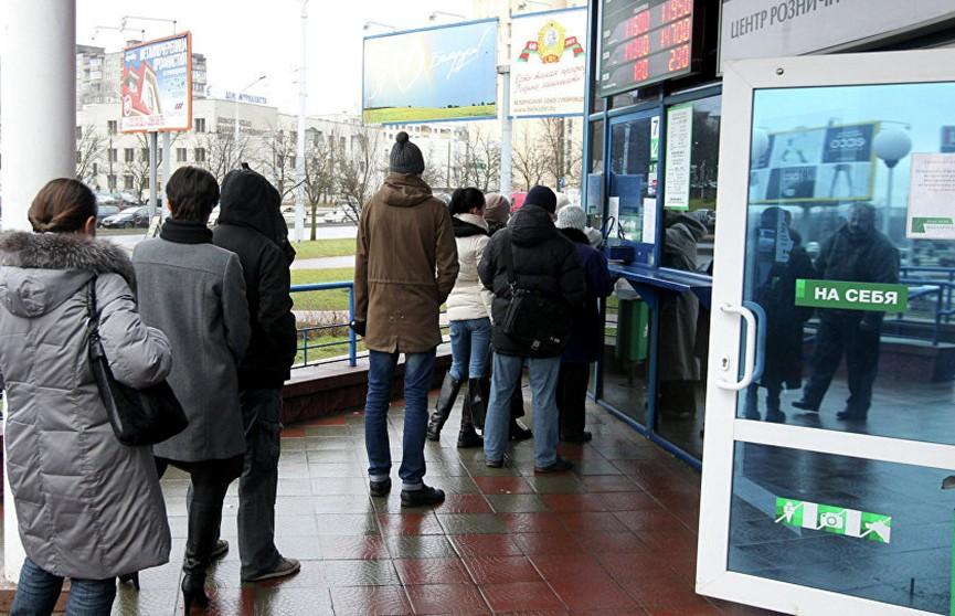 Белорусы за девять месяцев продали больше валюты, чем купили
