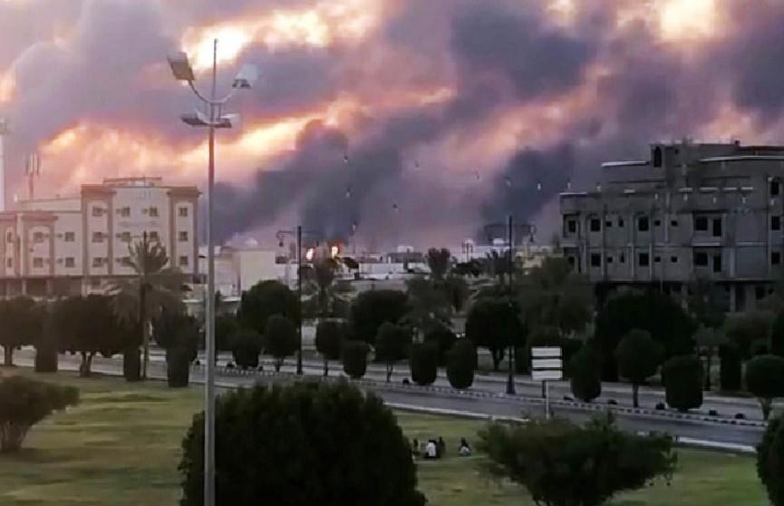 Крупнейший в мире нефтеперерабатывающий завод взорвали в Саудовской Аравии