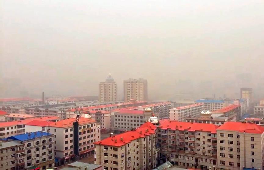 Городской округ на севере Китая накрыла мощная песчаная буря