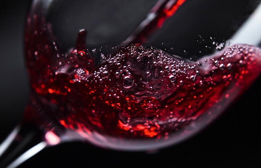 Названа неожиданная польза красного вина при гипертонии