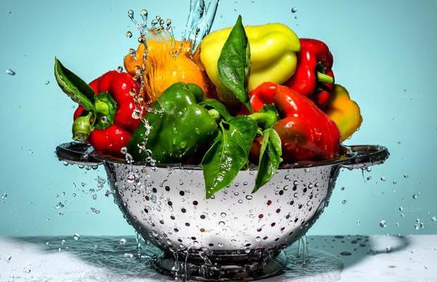 Как мыть овощи и фрукты, чтобы избежать кишечных инфекций? Рассказывает врач
