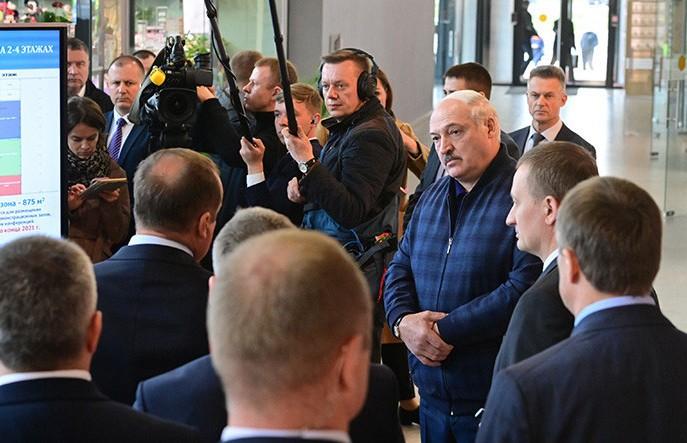 Лукашенко: Я человек деревенский и знаю, что такое собственными руками вырастить и иметь возможность продать