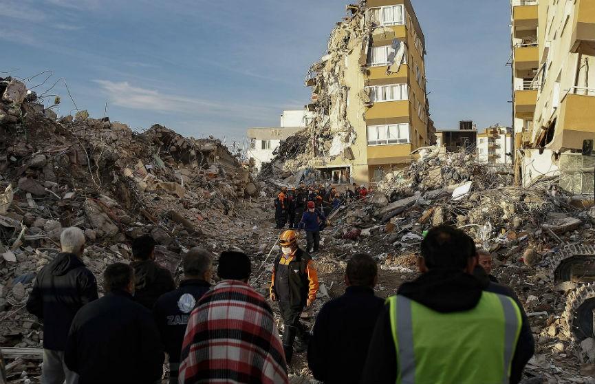 Эрдоган: 110 погибших извлечено из-под завалов после землетрясения в Турции