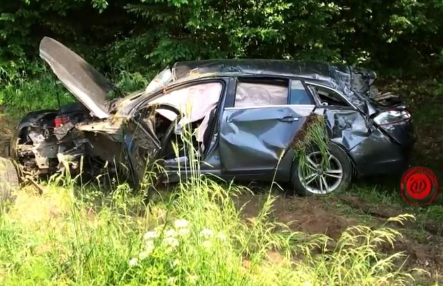 ДТП в Бобруйском районе: автомобиль пересёк встречную полосу и врезался в стоящую на противоположной обочине легковую машину