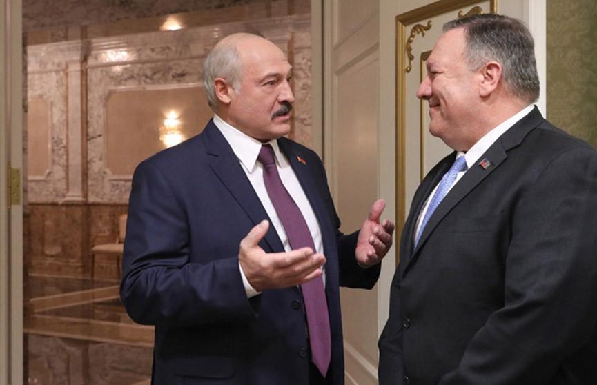 «Все отдыхают в субботу и воскресенье, а Президент работает»: Лукашенко пошутил о диктатуре в Беларуси на встрече с Помпео