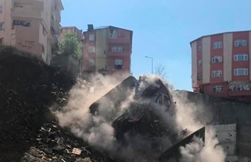 Четырёхэтажный жилой дом обрушился в Стамбуле