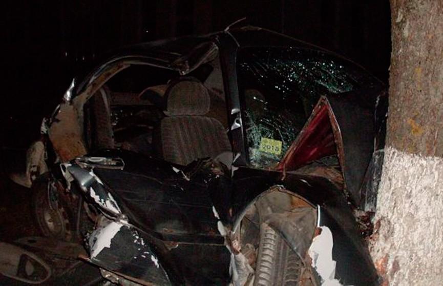 ДТП в Волковыске: спасателям пришлось вырезать из автомобиля водителя