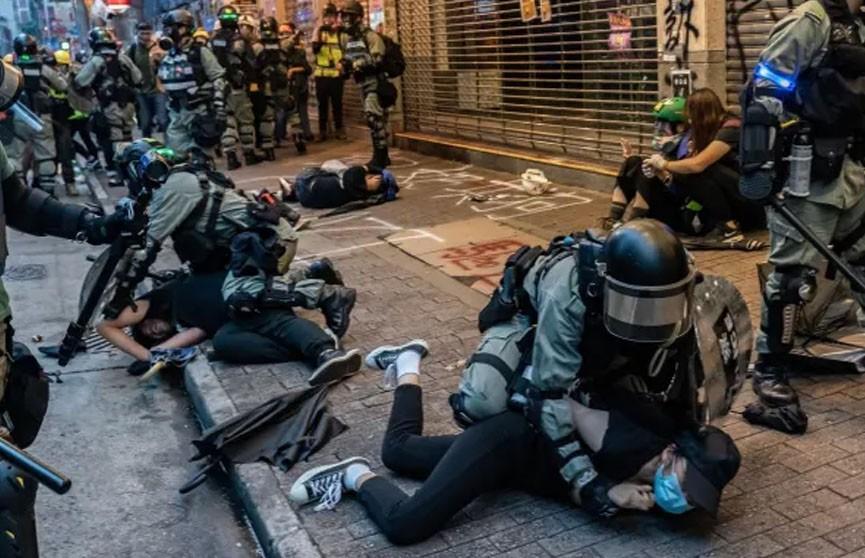 Полиция Гонконга задержала 90 участников незаконных протестов