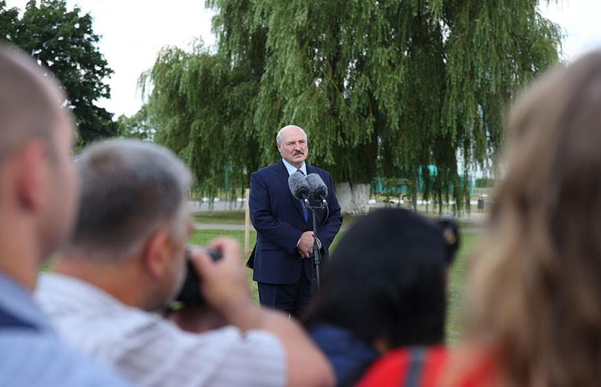 Лукашенко про коронавирус: Болезнь излечимая, но противная