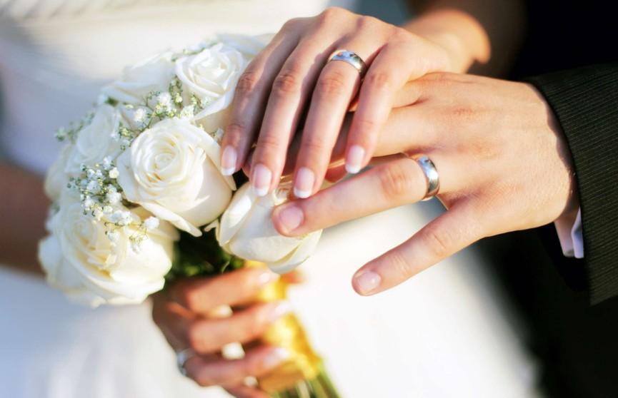 Помолвочное кольцо из мужских волос возмутило пользователей сети