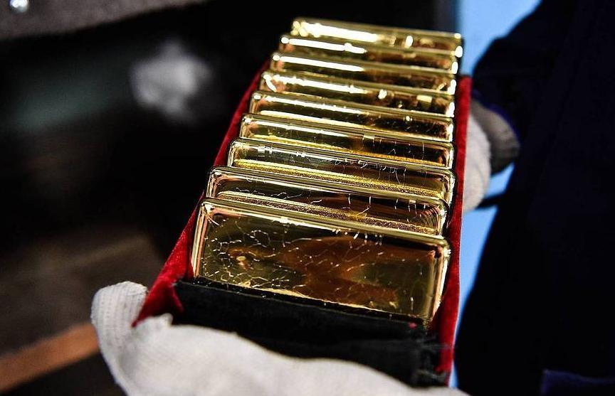 Цена золота достигла максимума за семь лет