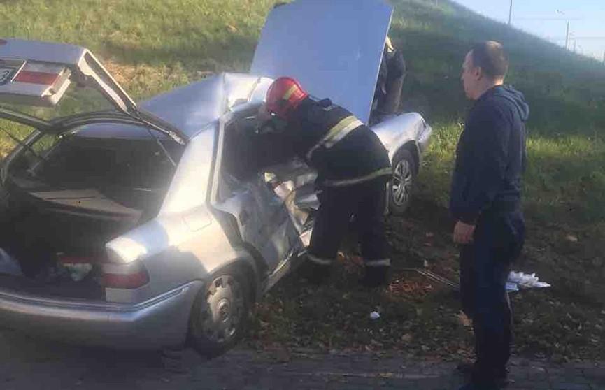 ДТП в Минске: спасатели помогли пассажирке выбраться из машины