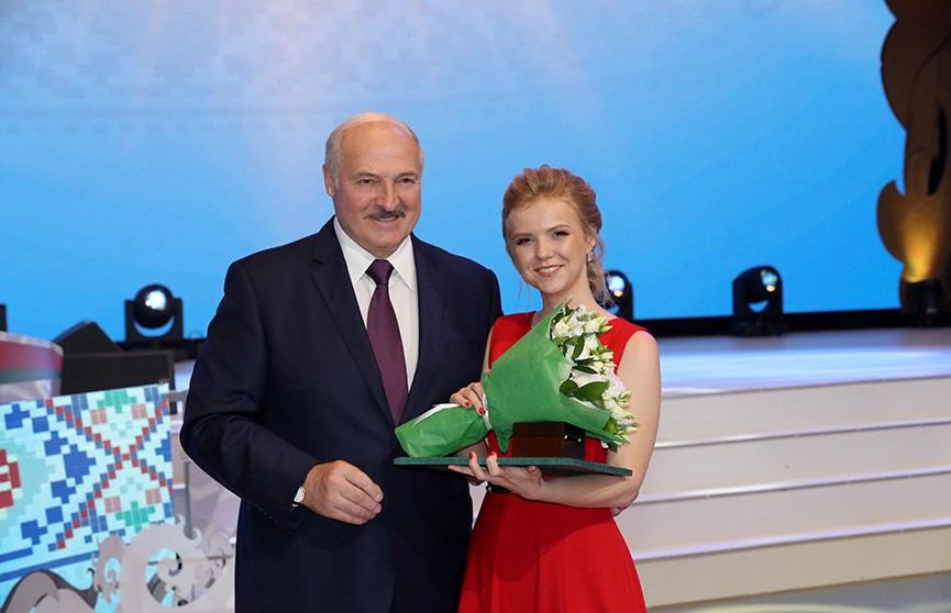 Лукашенко: Хочу всем вам, наши дорогие выпускники, пожелать главного – сберечь свою страну