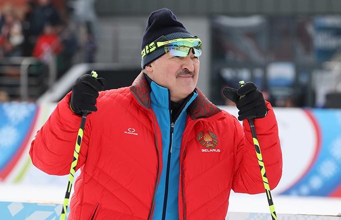 «Минская лыжня-2021»: Лукашенко принимает участие в спортивном празднике в «Раубичах»